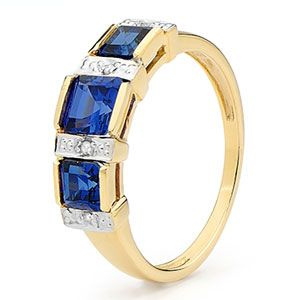 Image of Sapphire and Diamond Gold Ring - 3 Stone (25371/SACR)