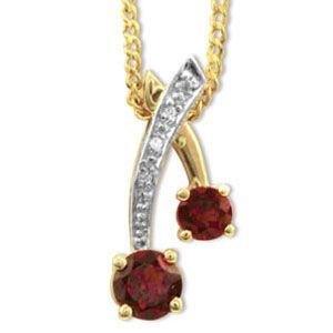 Image of Garnet and Diamond Gold Pendant (65259/GT)